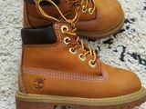 Отличная обувь на мальчика ботинки, кроссовки