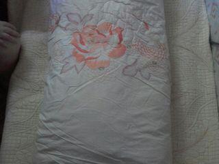 Одеяло из натурального, высокопрочного материала (хлопка)с изящной вышивкой-украшение любой комнаты!