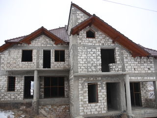 Vind casa, schimb pe aparament.constructie 2010