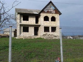 Casa nefinisata in loc linistit 14 sotr