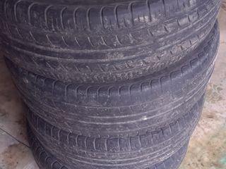 Vind 4 roti de vara Pirelli 195/60 r15 pret:1000 lei