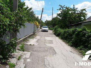 Ialoveni,casa nefinisata,12 ari de pamint ,drum asfaltat.Pret 28000 euro.