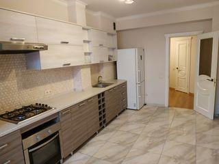Vind apartament spatios cu 2 odai, 84,5 m2. Pret negociabil