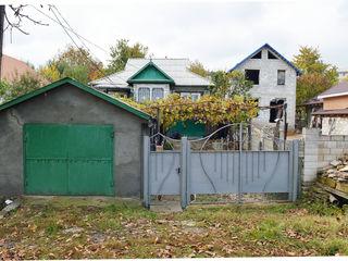 Casa din cotelet cu 12 ari de pamint in Straseni