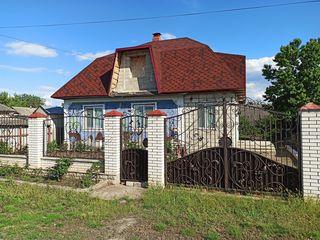 Продаётся дом 98м2, на 7 сот.земли, г.Бируинца (or.Biruința)