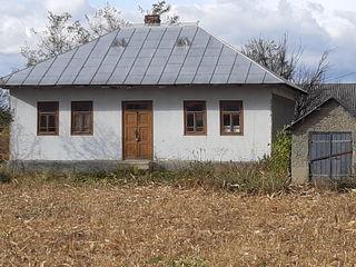 Vind casa in satul Corlateni.Продаётся дом в селе Корлэтень.