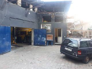 Centru chirie,garaj+ofis+naves este gol(curat)ograda particulara, naves .100m2