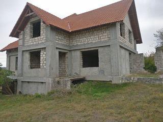Se vinde casa situata în suburbia mun. Chisinau (10 KM)