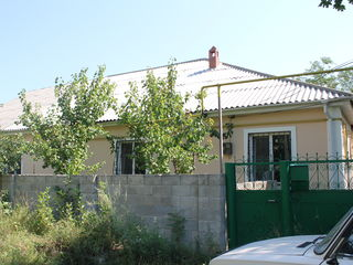Spre vînzare casă în mun. Hîncești/ reparație euro/ 50 mp /centru/ 27000 euro