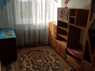 продается 3-х комнатная квартира, район 4й школы