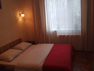 Сдаю посуточно (почасово) 2-комнатную квартиру в центре Кишинёва, ул. Григория Виеру, напротив ASEM