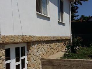 Se vinde casa in centrul satului Costesti Raionul Ialoveni . Cu reparatie .