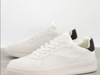 Продам кроссовки, новые New Look белые и черные, не подошел размер.
