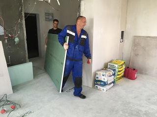 Ridicăm materiale de constructie la etaje-rapid si sigur