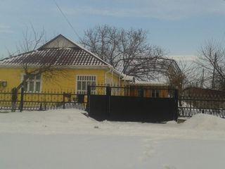 Se vinde casa in satul Zirnesti, orasul Cahul