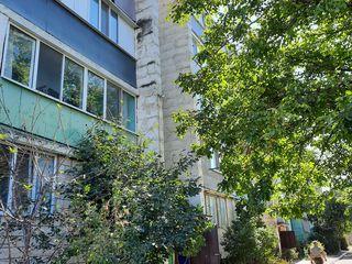 Продаётся 3х комнатная квартира + гараж+ дача в г.Слободзея молд.часть