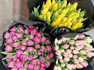Букеты из роз, альстромерии и других цветов