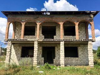 Недостроенный дом в с. Флорень