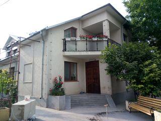 se vinde casa de la proprietar