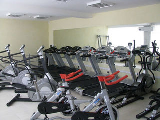 Продается действующий фитнес - центр,  ул. Мирча чел Бэтрын, 346 кв м., 2 уровня,270 000 евро.