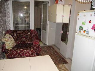 1 ком.кв. малосемейного типа,Ботаника,ул.Сармесежетуса ,24 м2 , свой WC  и кухня (в комнате)