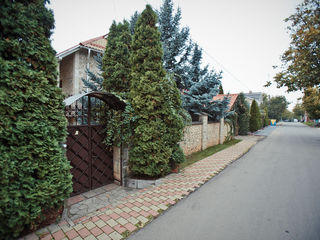 Casa cu 2 nivele, complet mobilata si echipata in orasul Ialoveni, 200 m.p.!