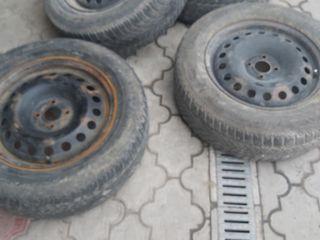 Диски с  шинами на 16 рено 1700 лей.