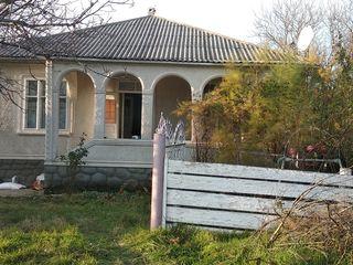 Se vinde casă în satul Volodeni .