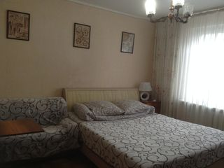 Здается посуточно однокомнатная квартира в центре Чекан.