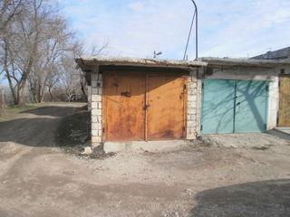 Продам гараж в Яловенах ГСК на въезде в город с правой стороны