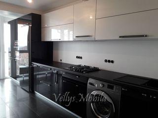 Bucatarii moderne cu fasade MDF High Gloss la 245 Euro m/l, toate mecanismele inchidere lenta.