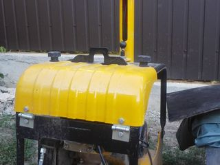 Arenda vibroplita, trambovca, ciocan demolator, vibrator de beton, betoniere