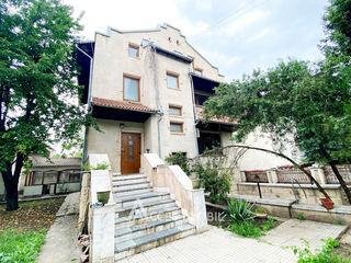 Casă în 3 nivele! str. str. G. Enescu, Buiucani, 350m2 + 8 ari!