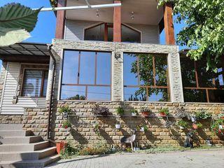 Продается большой 2-х этажный дом 304 кв. м. площадь земли 26 соток. Дом в отличном состоянии, семь
