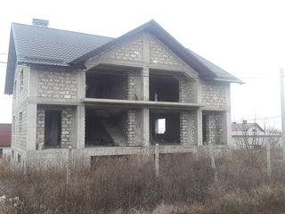 Se vinde casa duplex, 300mp pe un teren de 6ari + doua garajuri!!!