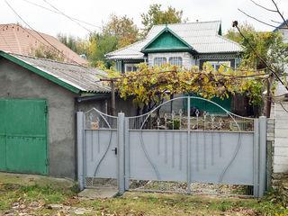 Casa din cotelet + garaj in Straseni