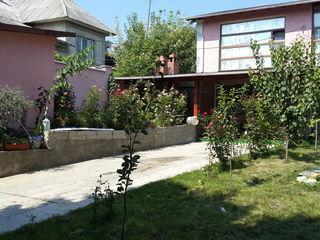 Cricova casa cu 2 nivele .. schimb  pe apartament cu 2 odai,ori pe masina urgent