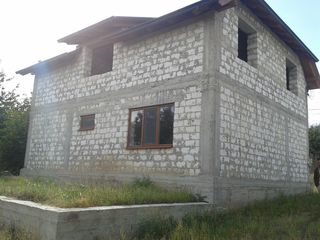Ciorescu, casa in constructie 70% teren 7.5 ari, calitativ, amplasare linga traseu Balcani