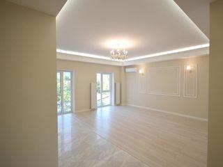 Apartament cu 3 camere + living în sectorul Centru - Apartament tip Premium, bloc de elită