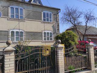 В г. Сынжерей продается часть дома в два этажа 133 кв.м. с автономным отоплением + второй дом 50 кв.