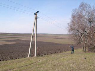Vind teren 200 ari la traseul international spre orhei, urgent, 5 km de la chisinau / участок 2 га