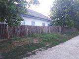 Продается дом с земельным участком!!! В центре населенного пункта Петрешть!!! 10 соток земли.