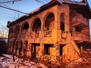 Отличныи дом в пригороде