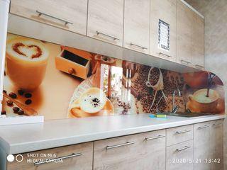 Кухонные фартуки из стекла / Brîuri din stislă pentru bucătărie.