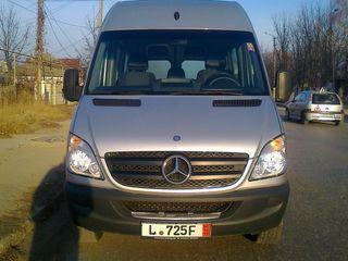 Mercedes maxi-autoturism