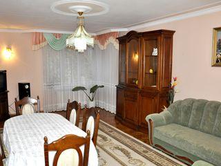 Chirie, casă cu 5 camere, Buiucani, str.Belinskii, 260 m2