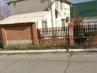 Se vinde casa in centrul satului Tintareni..