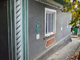Casa din cotelet in Straseni + garaj si 12 ari pamint numai 48000 Euro