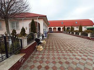 Срочно продам! два дома на 12 сот.земли, с ремонтом и автономным отоплением, рядом с мун.Бельцы.