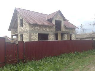 Casa cu mansarda + subsol in cahul 181m2 +8ari pamint la Lipovanca